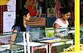 Sommertollwood 2011 verkauf von Bengalischen Speisen an einem Stand.JPG