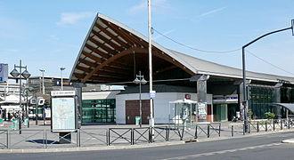 Saint-Denis – Université - Image: St Denis Métro Université Edicule