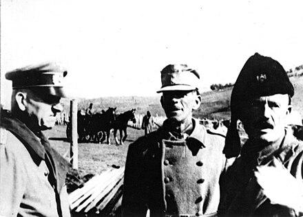 Njemački general-bojnik Friedrich Stahl s domobranskim časnikom i četničkim zapovjednikom Radom Radićem u središnjoj Bosni, proljeće 1942.