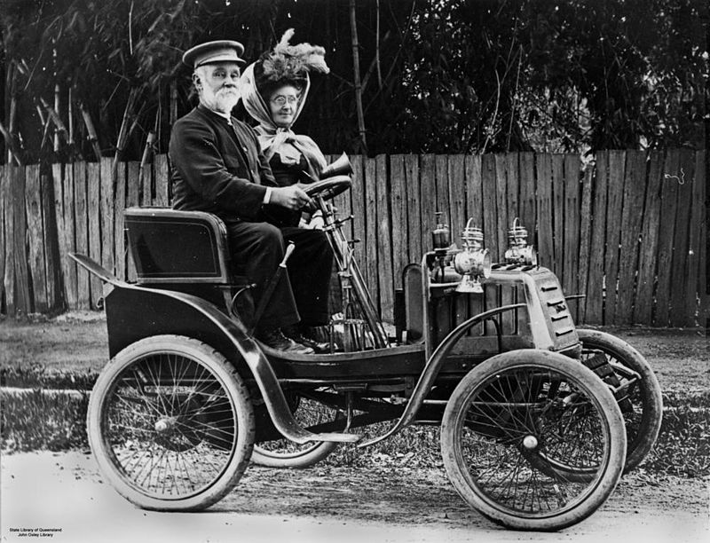 Ateliers Linon 800px-StateLibQld_1_95492_Out_driving_in_an_early_Linon_motor_car_in_Ipswich