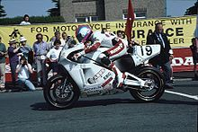 Steve Hislop alla partenza del Senior TT 1992