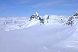 Store Smørstabbtinden and Kniven mountains in Jotunheimen Nasjonal Park.jpg
