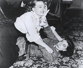 Stories of the Century - Mary Castle as detective Frankie Adams attempts to subdue outlaw Belle Starr, played by Marie Windsor during the 1954 season premiere