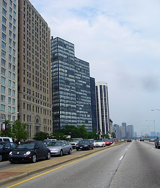 860–880 Lake Shore Drive Apartments - The apartments as seen from Lake Shore Drive