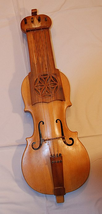 Warsaw Village Band - Suka, a Polish folk fiddle from the 17th century used by the band.