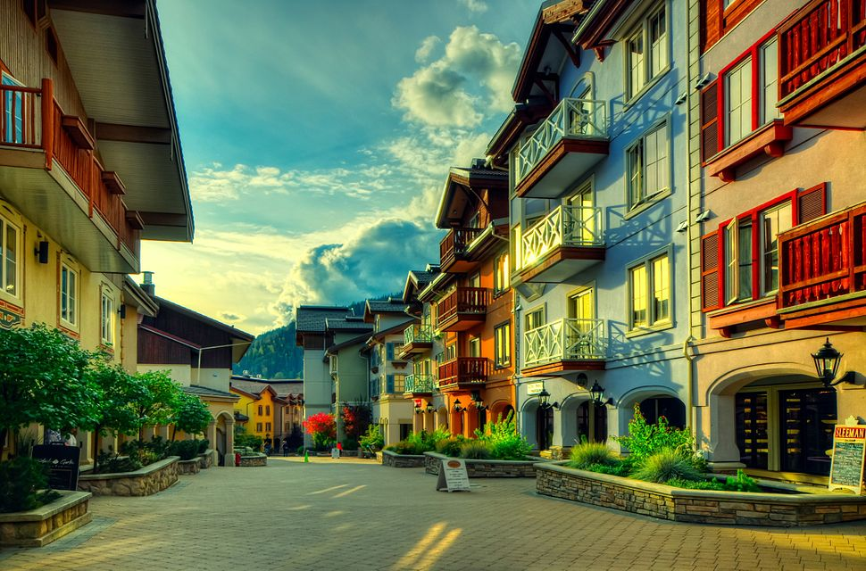 Sun Peaks, BC Downtown HDR