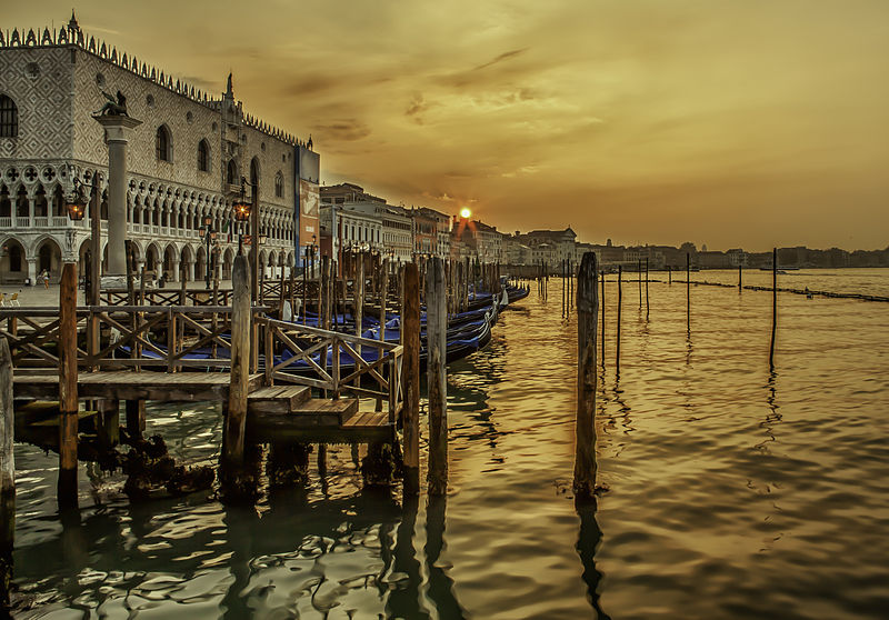 File:Sunrise in Venice (8096234434).jpg