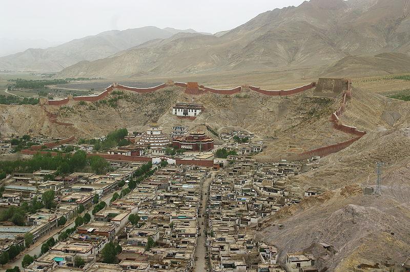 File:TIB-gyantse-pälkhor-vom-dzong.jpg