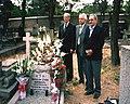 Teheran 2005 r.Przy grobie Władysława.(od lewej).Dymitr Małakow.historyk.Ambasador Ukrainy w Teheranie.Leonid Butiaga. Jarosław Horodecki.jpg