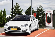 220px-Tesla_Model_S_P90D_charging.jpg