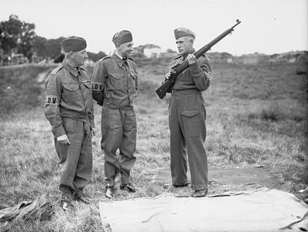 Local Defence Volunteers receive rifle instruction, Surrey 1940. The Home Guard 1939-1945 H1917.jpg