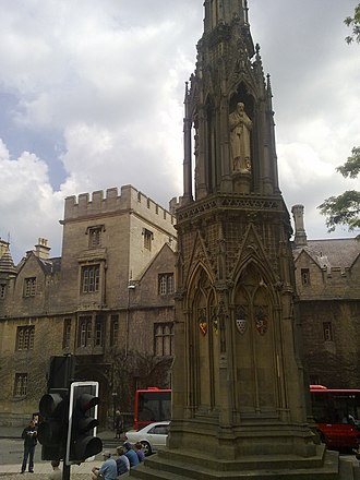 Martyrs' Memorial, Oxford - The Martyrs' Memorial, looking back towards Balliol College from Magdalen Street
