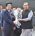 The Prime Minister of Japan, Mr. Shinzo Abe being received by the Minister of State for Finance, Shri Jayant Sinha, on his arrival, in New Delhi on December 11, 2015.jpg