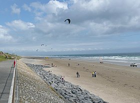 The beach, with kites and sand yachts, Pendine - geograph.org.uk - 942857.jpg