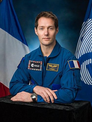 Thomas Pesquet critiqué pour sa surcommunication - Page 4 375px-Thomas_Pesquet%2C_official_portrait_%281%29
