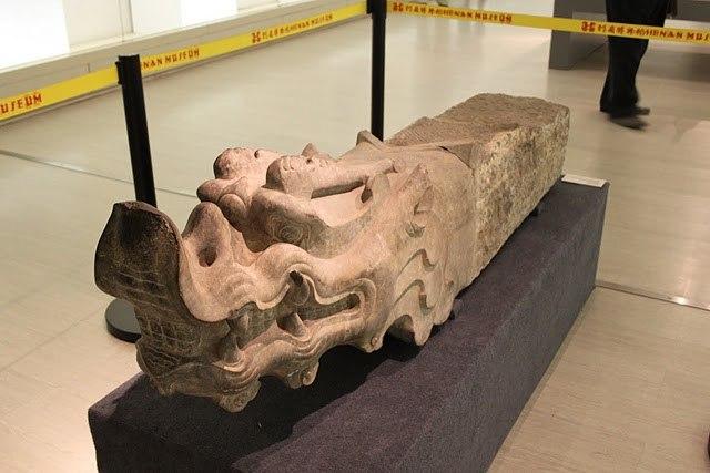 Three Kingdoms stone head of a dragon