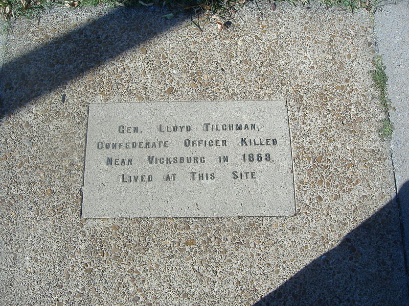 File:Tilghman House sidewalk.JPG