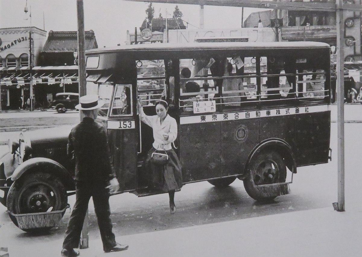 TokyoNoriaiJidoushaBus in Ueno, 1934.jpg