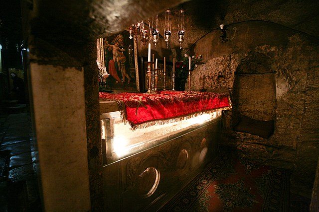 https://upload.wikimedia.org/wikipedia/commons/thumb/5/56/Tomb_of_the_Virgin_Mary.jpg/640px-Tomb_of_the_Virgin_Mary.jpg