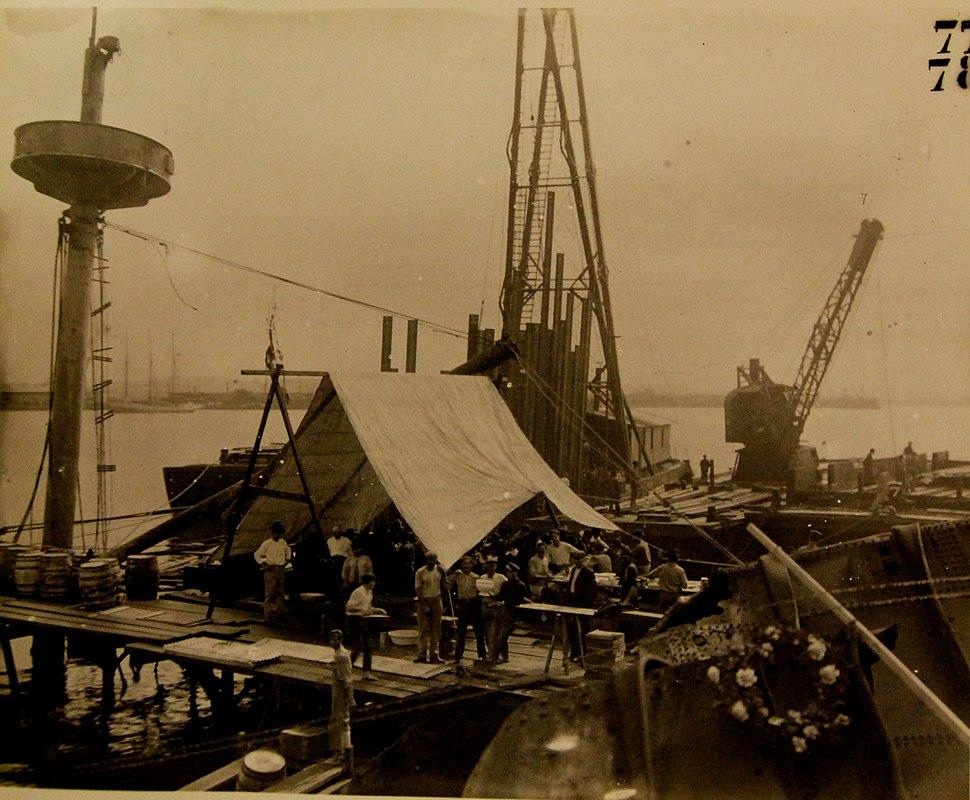 USS Maine (ACR 1), raising her wreck in Havana Harbor, Cuba, 1910 (21272250174)