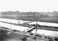 Uebersetzen über Ponton-Brücken beim Elektrizitätswerk - CH-BAR - 3239598.tif