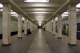 """Станция  """"Юго-Западная """" находится в Гагаринском районе.  Она имеет дна подземных вестибюля, соединенных лестничными..."""