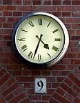 Uhr an der Fassade des Deutschen Technikmuseums Berlin, 16h33.jpg