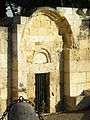 Un portale della Basilica di San Saturnino.JPG