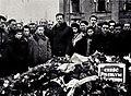 Uroczystość 19 kwietnia 1945 przy tablicy Cześć poległym bohaterom getta w Warszawie.jpg
