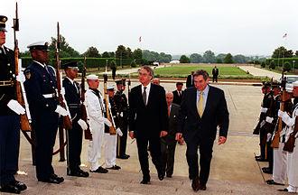 Paul Wolfowitz - Wolfowitz and Dutch Foreign Minister Jozias van Aartsen, 2001