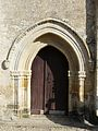 Varennes (24) église portail.JPG