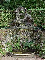 Veitshöchheim - Hofgarten - Brunnen zwischen den indianischen Pavillons.jpg