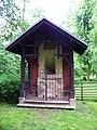 Veltrusy, zámecký park, Chotkova kaplička.jpg