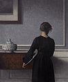 Vilhelm Hammershoi - Interieur mit Rueckenansicht einer Frau - 1903-1904 - Randers Kunstmuseum.jpg