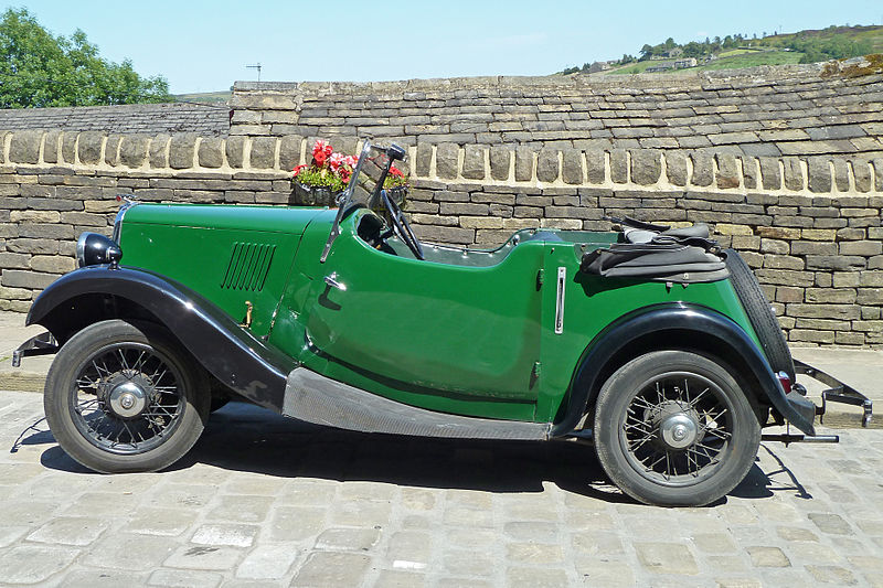 File:Vintage Car at Haworth.jpg