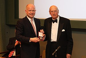 David Montgomery, 2nd Viscount Montgomery of Alamein - The 2nd Viscount (right) receiving the Canning Medal from William Hague in 2013