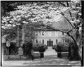 WEST FRONT, FROM OUTSIDE OF ENTRANCE GATE - Kenmore, 1201 Washington Avenue, Fredericksburg, Fredericksburg, VA HABS VA,89-FRED,1-28.tif