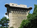 WWII Anti-Aircraft Tower 2, Wien 6 2006.jpg