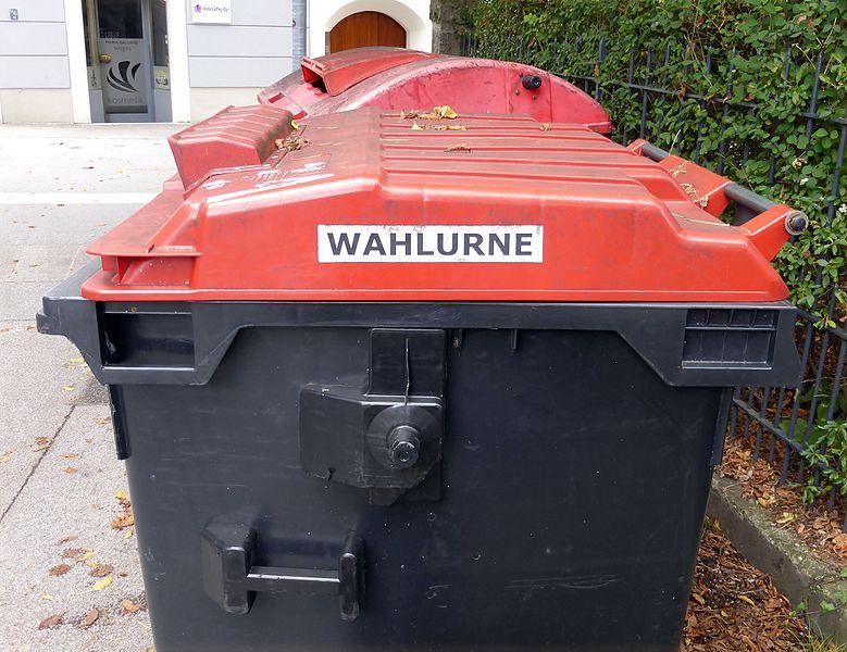 Datei:Wahlurne in Salzburg.jpg
