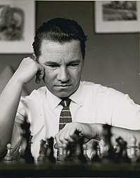 Walter Jursevskis playing chess Walter Jursevskis joue aux échecs (cropped).jpg