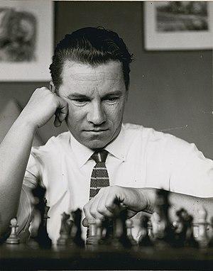 Miervaldis Jursevskis - Image: Walter Jursevskis playing chess Walter Jursevskis joue aux échecs (cropped)
