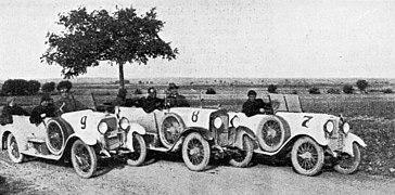 Walter WIZI, rodinný tým Kumperů na soutěži spolehlivosti KSA (1923).jpg