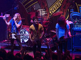 Kapela We The Kings na koncertě ve Washingtonu v roce 2008