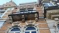 Weesperzijde 33-34, nr 34 balkon met koppen.jpg