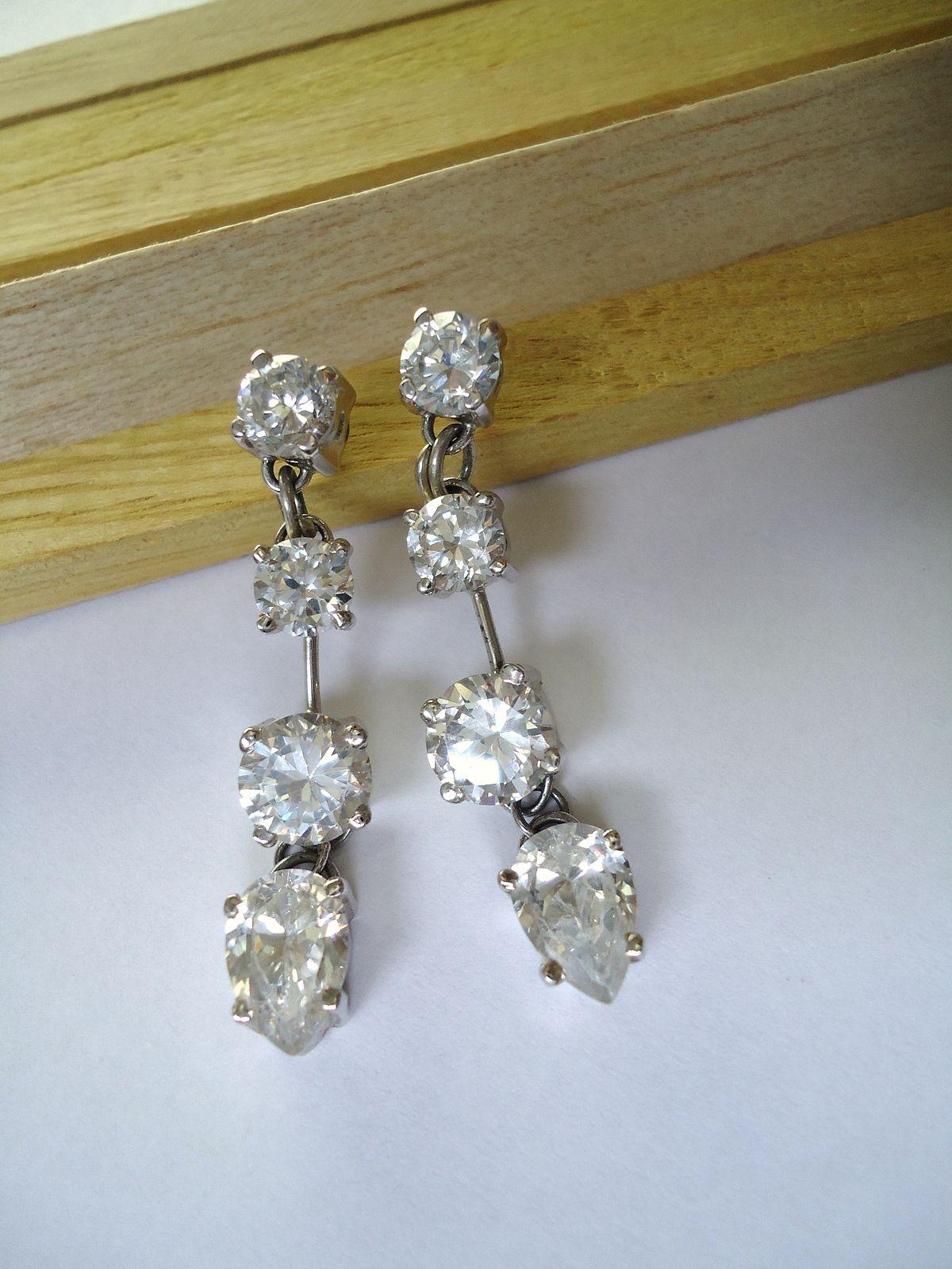 File:White gold and diamonds earrings.JPG - Wikimedia Commons