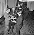 World Press Photo 1964 , de Prins reikt de prijs uit, Bestanddeelnr 917-2526.jpg