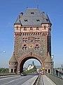 Worms Nibelungenbrücke Brückenturm 2005-05-27b.jpg