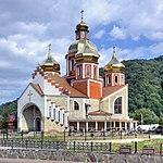 Yaremche new orthodox church (5378-80).jpg