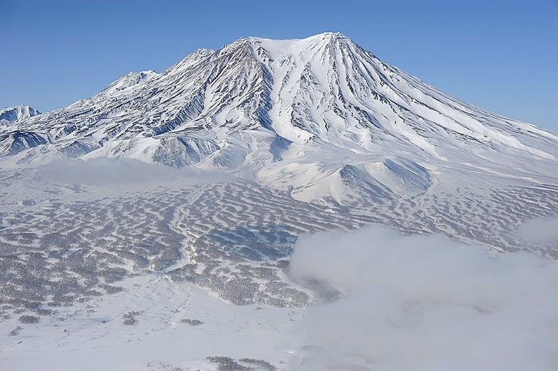 Камчатка, вулкан Жупановский. Свободное изображение Викимедии, автор - Игорь Шпиленок.