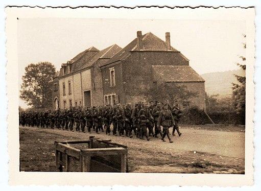 Zug von Wehrmachtssoldaten im 2. Weltkrieg